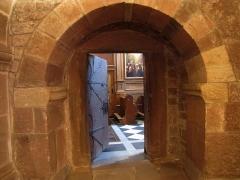 Monastère de Sainte-Odile, au Mont-Saint-Odile -  Alsace, Bas-Rhin, Ottrott, Couvent du Mont Sainte-Odile (PA00084884, IA00075612): Porte de communication entre la Chapelle de la Croix et de la Chapelle Ste Odile.