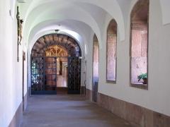 Monastère de Sainte-Odile, au Mont-Saint-Odile -  Alsace, Bas-Rhin, Ottrott, Couvent du Mont Sainte-Odile (PA00084884, IA00075612): Cloître.