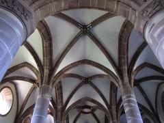 Eglise catholique de Reinacker -  Alsace, Bas-Rhin, Reutenbourg, Couvent de Reinacker, Église de la Vierge et de la Sainte-Croix (PA00084902, IA67007633): Voûtes gothiques.