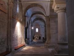 Eglise Saint-Pierre-et-Paul -  Alsace, Bas-Rhin, Rosheim, Église romane Saints-Pierre-et-Paul (XIIe) (PA00084909, IA00075638): Bas-côtés de la nef.