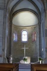 Eglise Saint-Pierre-et-Paul -  Alsace, Bas-Rhin, Rosheim, Église romane Saints-Pierre-et-Paul (XIIe) (PA00084909, IA00075638): Chœur roman avec l'autel.
