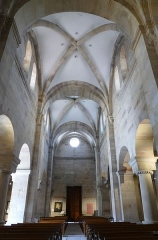 Eglise Saint-Pierre-et-Paul -  Alsace, Bas-Rhin, Rosheim, Église romane Saints-Pierre-et-Paul (XIIe) (PA00084909, IA00075638): Vue intérieure de la nef.
