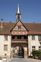 Remparts et quatre anciennes portes - This building is indexed in the Base Mérimée, a database of architectural heritage maintained by the French Ministry of Culture,under the reference PA00084917 .