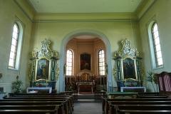 Eglise et calvaire situé devant la façade -  Alsace, Bas-Rhin, Rountzenheim, Église simultanée Sainte-Croix (PA00084919, IA00124039): Vue intérieure de la nef vers le chœur et les autels.