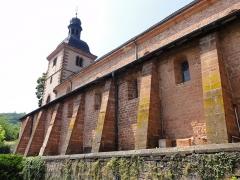 Ancienne église abbatiale -  Alsace, Bas-Rhin, Saint-Jean-Saverne, Église abbatiale Saint-Jean-Baptiste (PA00084921, IA00055618): Contreforts de la nef (mur de la nef s'incline vers l'extérieur).