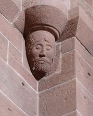 Ancienne église abbatiale -  Alsace, Bas-Rhin, Saint-Jean-Saverne, Église abbatiale Saint-Jean-Baptiste (PA00084921, IA00055618): Corbeau roman de la nef.