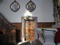 Ancien couvent des Récollets et église Saint-Antoine-de-Padoue -  Alsace, Bas-Rhin, Saverne, Ancien Couvent des Récollets, Église Saint-Antoine de Padoue (PA00084955, IA00055457): Porte latérale d'accès au cloître et chemin de croix.