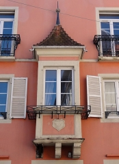 Hôtel du Boeuf Noir - This building is inscrit au titre des monuments historiques de la France. It is indexed in the base Mérimée, a database of architectural heritage maintained by the French Ministry of Culture,under the references PA00084956   and IA00055397 .