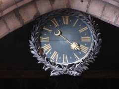 Ancienne cathédrale ou église Saint-Georges -  Alsace, Bas-Rhin, Sélestat, Église Saint-Georges (PA00084978, IA00124588): Horloge au-dessus de l'orgue.