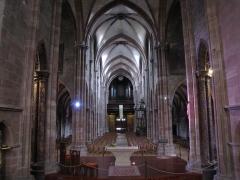 Ancienne cathédrale ou église Saint-Georges -  Alsace, Bas-Rhin, Sélestat, Église Saint-Georges (PA00084978, IA00124588): Vue intérieure de la nef vers la tribune d'orgue.