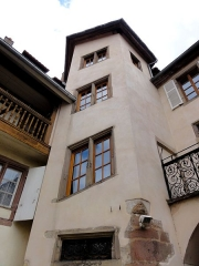 Maison - This building is inscrit au titre des monuments historiques de la France. It is indexed in the base Mérimée, a database of architectural heritage maintained by the French Ministry of Culture,under the references PA00084995   and IA00124652 .