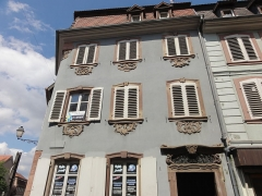 Maison - This building is inscrit au titre des monuments historiques de la France. It is indexed in the base Mérimée, a database of architectural heritage maintained by the French Ministry of Culture,under the references PA00084998   and IA00124662 .