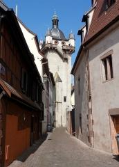 Tour dite Tour Neuve ou Tour de l'Horloge - This building is inscrit au titre des monuments historiques de la France. It is indexed in the base Mérimée, a database of architectural heritage maintained by the French Ministry of Culture,under the references PA00085004   and IA00124606 .