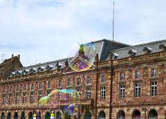 Bâtiment de l'Aubette - Français:   Aubette - façade sur place, toitures - ancien ciné-dancing, escalier central aile droite - salle des Fêtes, foyer-bar