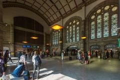 Gare ferroviaire centrale - Français:   Strasbourg gare centrale le hall des départs en août 2013