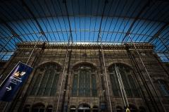 Gare ferroviaire centrale - Français:   Strasbourg façade historique de la gare centrale située à l\'intérieur de l\'extension moderne du bâtimen