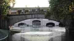 Grande écluse de fortification dite barrage Vauban et ses abords fortifiés - Français:   Vue du barrage Vauban à travers une arche des ponts couverts dans le quartier de la Petite France, en septembre 2012.