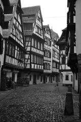 Maison -  Strasbourg, Petite France. De gauche à droite: 25, 27, 29 et 31 Rue du Bain aux Plantes. Îlot de maisons faisant face à la Maison des Tanneurs.