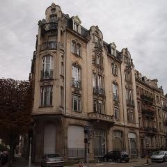 Immeuble - English: House in Strasbourg, corner of Rue Général de Castelnau and Rue Maréchal Foch.