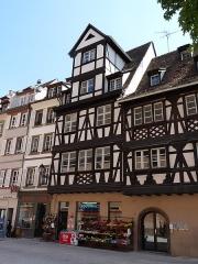 Maison - Français:   Maison, 8, Grand\'Rue, Strasbourg. Inscrite aux Monuments historiques.
