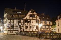 Immeuble - Français:   Maison, 1 quai des Moulins, Strasbourg night view