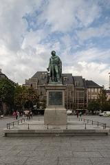 Monument du général Kléber - English: Monument du général Kléber front view
