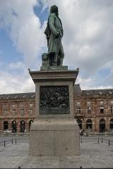 Monument du général Kléber - English: Monument du général Kléber Right view