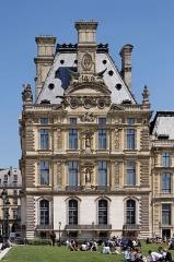 Banc-reposoir napoléonien - English: Pavillon de Marsan, Louvre Museum, Paris, France.
