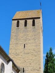 Eglise d'Offenheim -  Alsace, Bas-Rhin, Offenheim, Église Saint-Arbogast (PA00085199, IA67000977): Clocher en briques du XVe, de style roman, toit en bâtière.