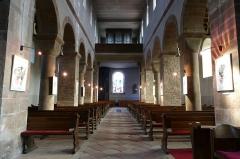 Ancienne collégiale Saint-Arbogast -  Alsace, Bas-Rhin, Surbourg, Abbatiale Saint-Jean-Baptiste (PA00085200, IA00119029): Vue intérieure de la nef vers la tribune d'orgue.