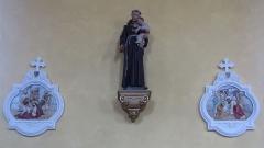 Eglise -  Alsace, Bas-Rhin, Willgottheim, Église Saint-Maurice (PA00085236, IA67001050): Chemin de croix et statue de St Antoine de Padoue.