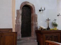 Eglise et cimetière de Balbronn -  Alsace, Bas-Rhin, Balbronn, Église protestante (PA00085276, IA67006522). Porte de l'escalier qui mène au clocher roman.