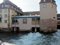 Anciennes glacières - Les quatre tunnels qui faisaient turbiner les moulins de la glacière grâce à la force hydraulique générée par l'Ill.