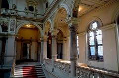 Ancien Palais impérial allemand ou Kaiserpalatz, dit Palais du Rhin : écuries -  Strasbourg, Palais du Rhin, le grand escalier