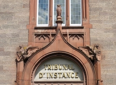 Tribunal d'Instance - This building is inscrit au titre des monuments historiques de la France. It is indexed in the base Mérimée, a database of architectural heritage maintained by the French Ministry of Culture,under the references PA00085304   and IA00124599 .