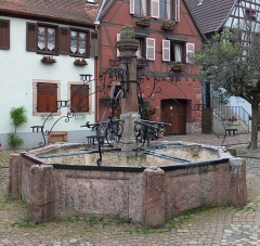 Fontaine - English: Fountain in Bergheim, France.