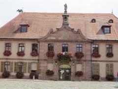 Hôtel de ville - Français:   H̩ôtel de Ville