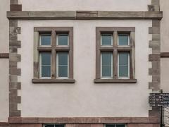 Ancien hôpital - English: Windows of the former hospital in Colmar, Haut-Rhin, France