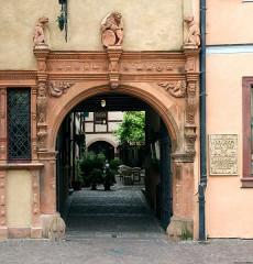 Maison des Têtes - Deutsch: Maison des Têtes, Portal, Colmar, Frankreich