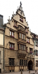 Maison des Têtes - This building is indexed in the Base Mérimée, a database of architectural heritage maintained by the French Ministry of Culture,under the reference PA00085380 .