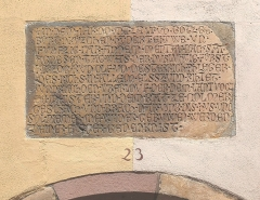 Maison - English: Inscription plate in the facade between