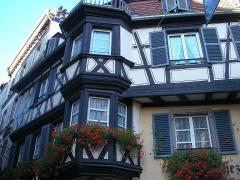 Maison - Français:   Maison aux 23 et 25 rue des Marchands à Colmar (Haut-Rhin, France).