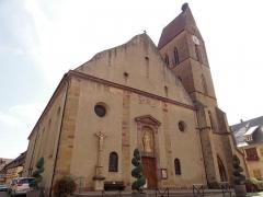 Eglise catholique Saints-Pierre-et-Paul - Français:   Alsace, Haut-Rhin, Église Saints-Pierre-et-Paul (XIIIe-XIXe) d\'Eguisheim (PA00085415, IA68000505):  Clocher gothique (1230) et nef (1808).