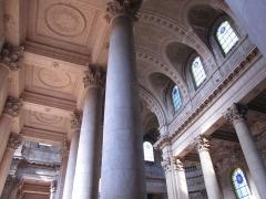 Abbaye - Alsace, Haut-Rhin, Église abbatiale Notre-Dame de Guebwiller (1768-1785), place Jeanne-d'Arc (PA00085438, IA00054832). Colonnes néo-classiques de la nef.