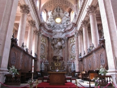 Abbaye - Français:   Alsace, Haut-Rhin, Église abbatiale Notre-Dame de Guebwiller (1768-1785), place Jeanne-d\'Arc (PA00085438, IA00054832).  Chœur avec les stalles, les lambris et le maître-autel.