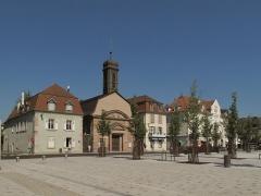 Ancienne église catholique (paroissiale) Saint-Louis - Nederlands: Huningue, Place Abbatucci met kerk (ancienne église Saint-Louis)