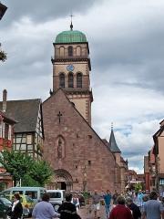 Eglise catholique de l'Invention de la Sainte-Croix - Français:   Église de l\'Invention-de-la-Sainte-Croix - clocher - église