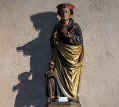 Eglise catholique de l'Invention de la Sainte-Croix - Alsace, Haut-Rhin, Église Sainte-Croix (XIIIe-XVe-XVIe) de Kaysersberg (PA00085477, IA68000563) Statue de St-Fridolin (XVIe):        This object is classé Monument Historique in the base Palissy, database of the French furniture patrimony of the French ministry of culture, under the references PM68000134 and IM68006832. brezhoneg | català | Deutsch | English | español | français | italiano | magyar | македонски | Plattdüütsch | português | suomi | +/−