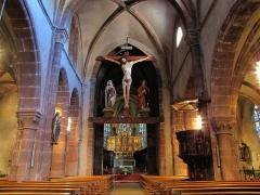 Eglise catholique de l'Invention de la Sainte-Croix - Alsace, Haut-Rhin, Église Sainte-Croix (XIIIe-XVe-XVIe) de Kaysersberg (PA00085477, IA68000563): Vue de la nef vers le chœur et la poutre de gloire.