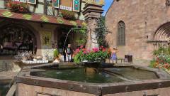 Fontaine Constantin, située devant l'église - Français:   Fontaine